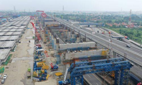 Proses konstruksi Portal Beam Struktur Elevated Kereta Cepat DK18